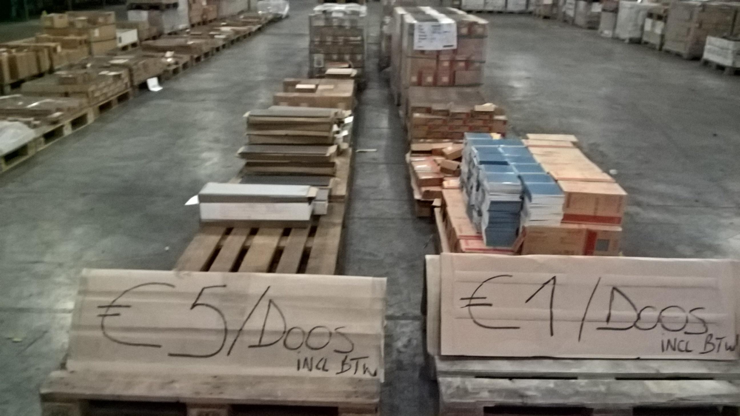 STOCK VERKOOP WANDTEGELS  - prijzen vanaf €1/m²